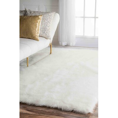 Walmer White Area Rug Rug Size: Rectangle 76 x 96