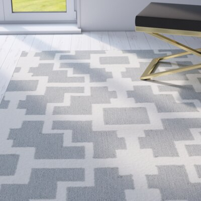 Regent Hand-hooked Gray/Ivory Indoor/Outdoor Area Rug Rug Size: Rectangle 5 x 8