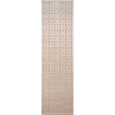 Hadleigh Champagne Area Rug Rug Size: 7'10