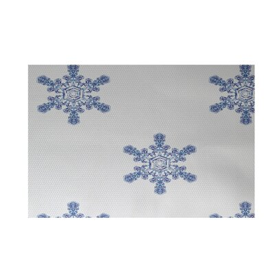 Flurries Decorative Holiday Print White Indoor/Outdoor Area Rug Rug Size: 4 x 6