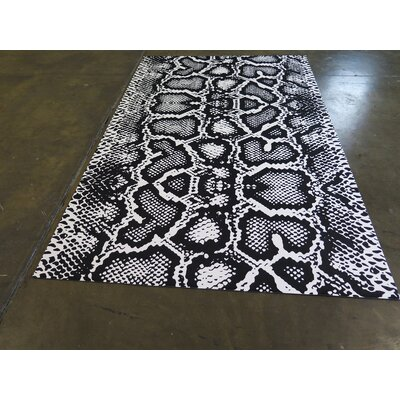 Black/White Indoor/Outdoor Area Rug
