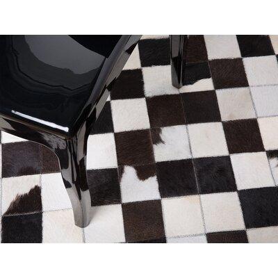 Bergama Hand-Woven Black/White Area Rug