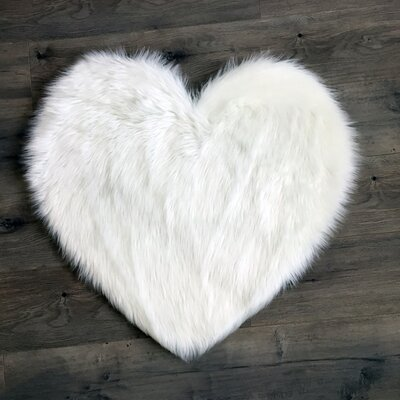 Heart Faux Fur White Area Rug