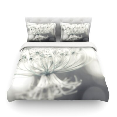 Queen Flower by Debbra Obertanec Featherweight Duvet Cover Size: Full/Queen