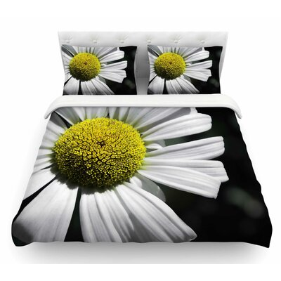 Open Daisy by Nick Nareshni Featherweight Duvet Cover Size: Twin