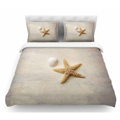 Starfish and Shell by Sylvia Cook Featherweight Duvet Cover Size: Queen