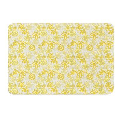 Paper Daisy by Julie Hamilton Bath Mat Size: 17 W x 24 L