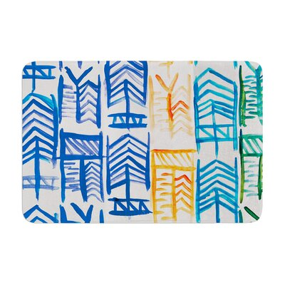 Quiver by Theresa Giolzetti Bath Mat Color: White/Blue
