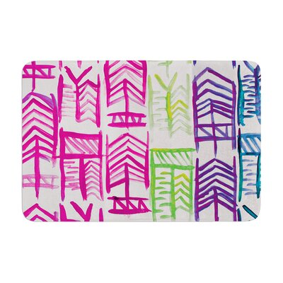 Quiver by Theresa Giolzetti Bath Mat Color: White/Pink