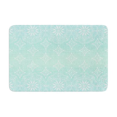 Medallion by Suzie Tremel Bath Mat Color: Aqua/Ombre