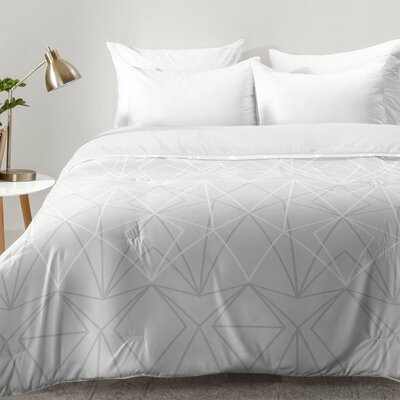4 Comforter Set Size: Full/Queen