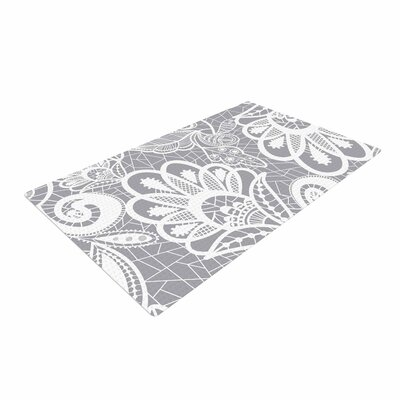 Petit Griffin Lace Flower Gray/White Area Rug
