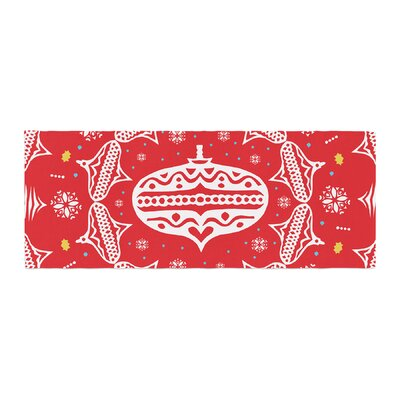 Miranda Mol Deco Wreath Bed Runner Color: Red/Scarlet