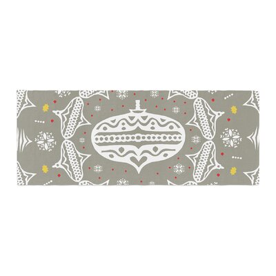 Miranda Mol Deco Wreath Bed Runner Color: Silver/Gray