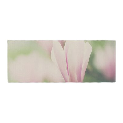 Laura Evans a Magnolia Bed Runner