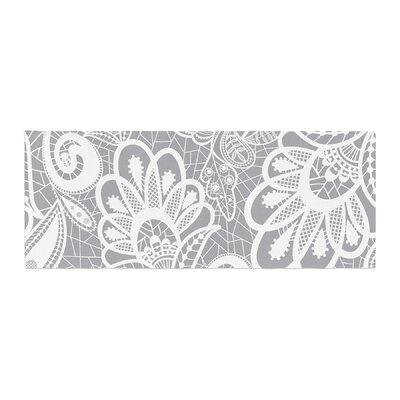 Petit Griffin Lace Flower Bed Runner