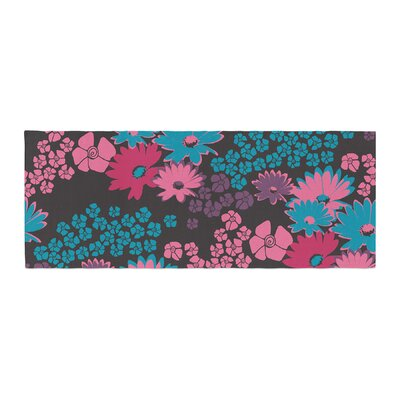 Zara Martina Mansen Bouquet Bed Runner Color: Berry