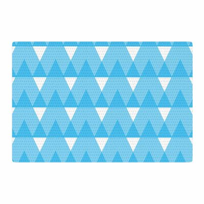 Jackie Rose Cyan Triangles White/Blue Area Rug Rug Size: 4 x 6