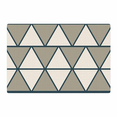 NL designs Sandstone Triangles Geometric Beige Area Rug Rug Size: 4 x 6