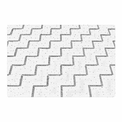 Richard Casillas Speckled ZigZag White/Gray Area Rug Rug Size: 4 x 6