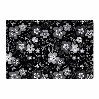 Suzanne Carter Daisy Daisy Black/Gray Area Rug Rug Size: 4 x 6