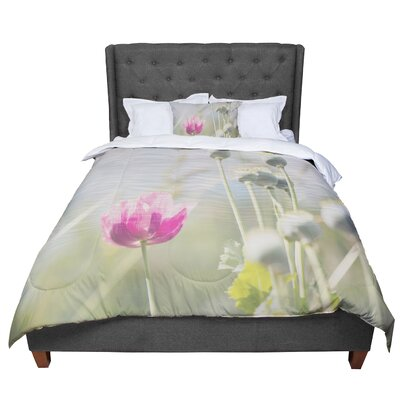 Laura Evans Looking Up Flower Comforter Size: Queen