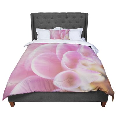 Laura Evans Up Close and Personal Floral Comforter Size: Queen
