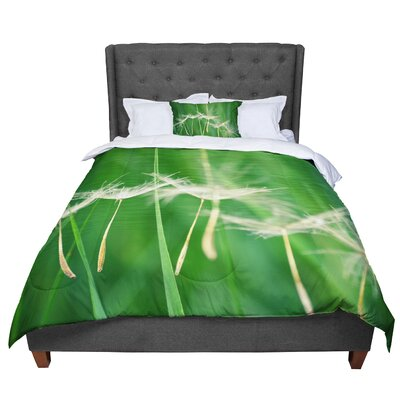 Robin Dickinson Best Wishes Flower Comforter Size: King
