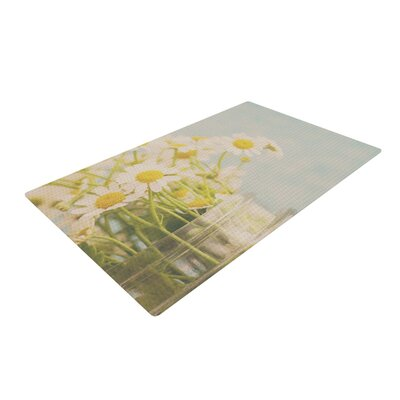 Laura Evans O Daisy Green/Yellow Area Rug Rug Size: 4 x 6