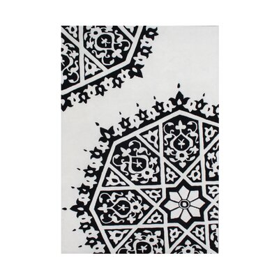 Wasco Hand-Tufted White/Black Area Rug Rug Size: 5 x 8