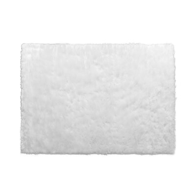 Aveneil Faux Fur True White Area Rug Rug Size: 5 x 7