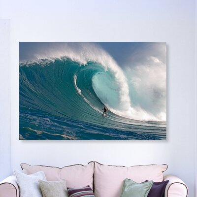 'Surfer at Peahi' Photographic Print on Canvas Size: 10'' H x 15'' W x 1.5'' D