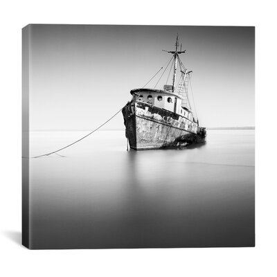 'Barco Hundido' by Moises Levy Photographic Print on Canvas Size: 12