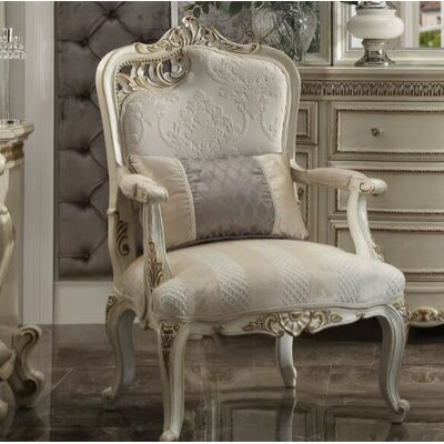 Berlinville Traditional Armchair
