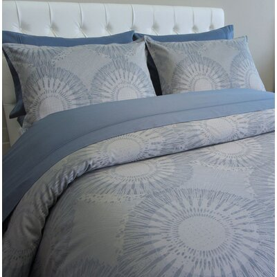 European Chester Medallion 3 Piece Reversible Duvet Cover Set Size: Queen