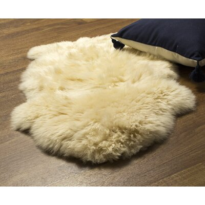 Cold Bay Single Pelt Handmade Shag Sheepskin Champagne Area Rug