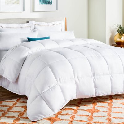 Midweight Down Alternative Comforter Size: King, Color: White
