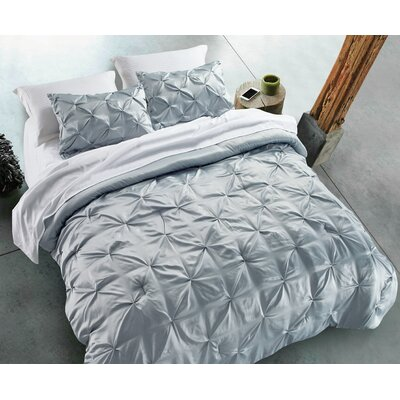 Silky Pintuck 3 Piece Comforter set Size: King, Color: Silver