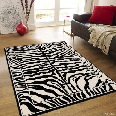 Hand-Tufted White/Black Area Rug Rug Size: 77 x 106