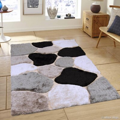 Hand-Tufted Brown/Black Area Rug Rug Size: 411 x 611