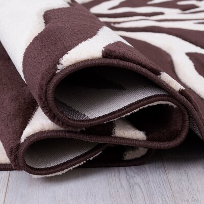 Chocolate/Beige Area Rug Rug Size: Rectangle 52 x 72