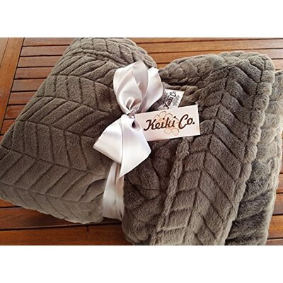 Sagamore Archer Couture Throw Color: Charcoal