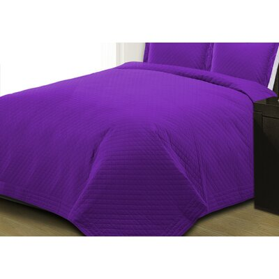 Basics Quilt Size: King, Color: Plum