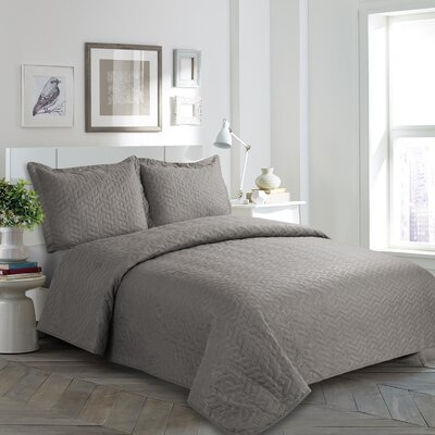 Mclaughlin Quilt Set Color: Gray, Size: Queen