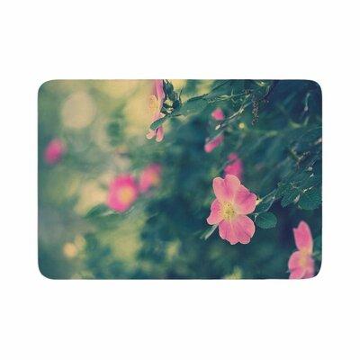 Ann Barnes Central Park Roses Memory Foam Bath Rug Size: 0.5 H x 24 W x 36 D