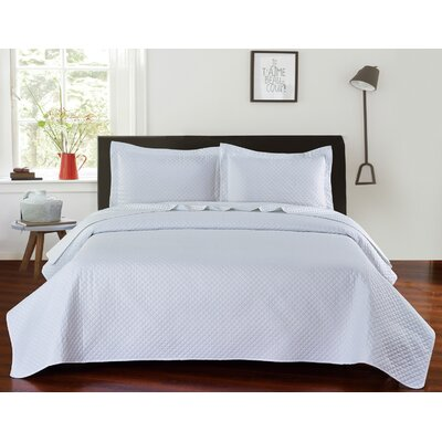 Fashion Classic Coverlet Set Color: White, Size: Queen