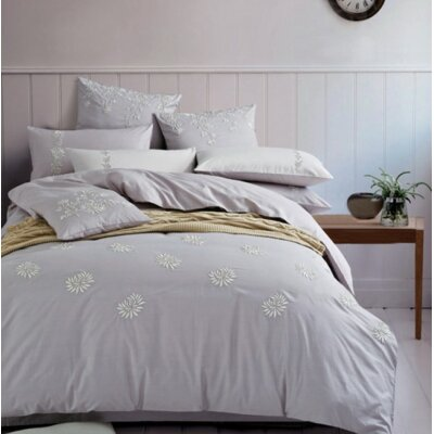 Motif 3 Piece Duvet Cover Set Size: Queen