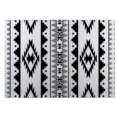 Black/White Indoor/Outdoor Doormat Rug Size: 5 x 7