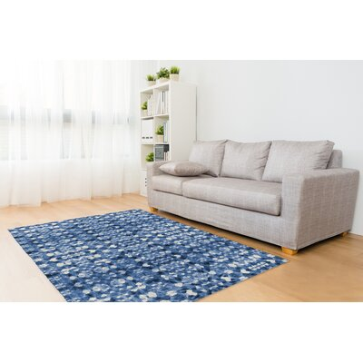 Blue/White Area Rug Rug Size: Rectangle 8 x 10