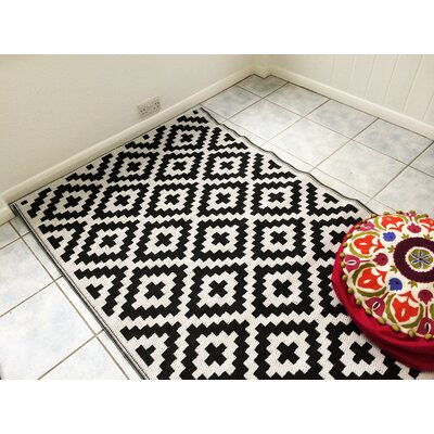 Nirvana Black/White Indoor/Outdoor Area Rug Rug Size: 5 x 8